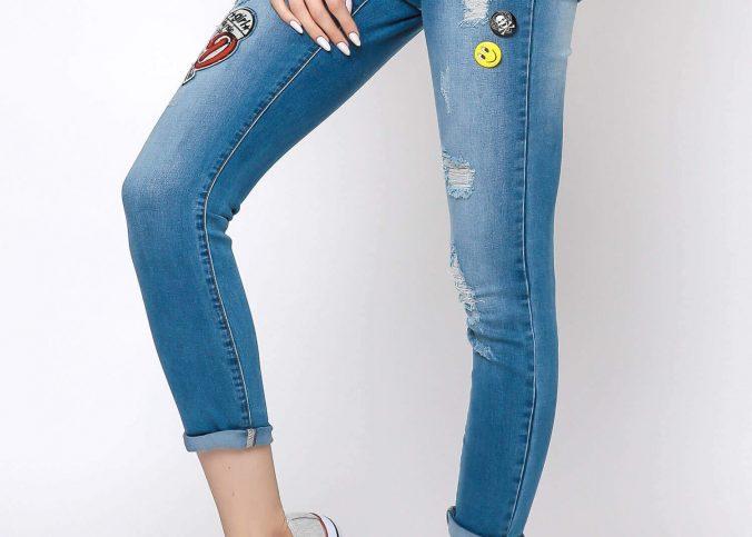 spodnie jeansy z naszywkami i wysokim stanem